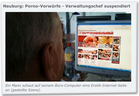 Neuburg: Porno-Vorwürfe - Verwaltungschef suspendiert Ein Mann schaut auf seinem Büro-Computer eine Erotik-Internet-Seite an (gestellte Szene).