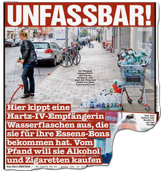 Ausriss Bild-Zeitung - Unfassbar - Hier kippt eine Hartz-IV-Empfängerin Wasserflaschen aus, die sie für ihre Essens-Bons bekommen hat. Vom Pfand will sie Alkohol und Zigaretten kaufen