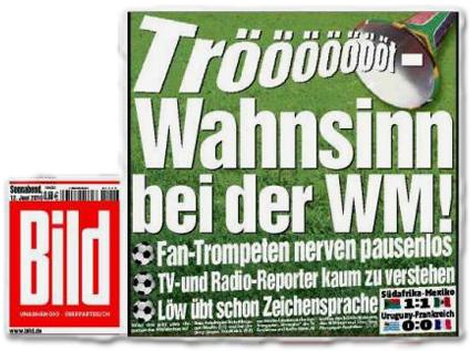 Tröööööööt-Wahnsinn bei der WM! Fan-Trompeten nerven pausenlos. TV- und Radio-Reporter kaum zu verstehen. Löw übt schon Zeichensprache.