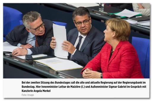 Screenshot Bildunterschrift bei Bild.de - Bei der zweiten Sitzung des Bundestages saß die alte und aktuelle Regierung auf der Regierungsbank im Bundestag. Hier Innenminister Lothar de Maizière (l.) und Außenminister Sigmar Gabriel im Gespräch mit Kanzlerin Angela Merkel