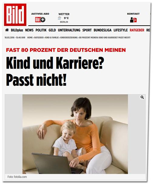 BILD-Schlagzeile: Fast 80 Prozent der Deutschen meinen: Kind und Karriere? Passt nicht! [dazu ein Foto von einer Frau, die auf der Couch sitzt und auf ihrem Laptop tippt, während sie ein Kind auf dem Arm hat]