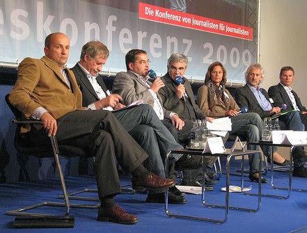 """von links nach rechts: Nicolaus Fest (""""Bild""""), Manfred Protze (Deutscher Presserat), Frank Nipkau (""""Winnender Zeitung""""), Kuno Haberbusch (""""Zapp""""), Gisela Mayer (Aktionsbündnis Amoklauf Winnenden), Hans Müller-Jahns (""""Brisant""""), Georg Mascolo (""""Spiegel"""")"""