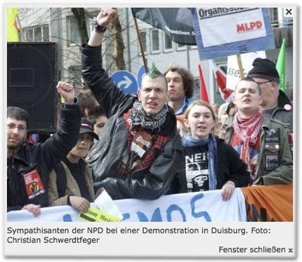 Sympathisanten der NPD bei einer Demonstration in Duisburg.