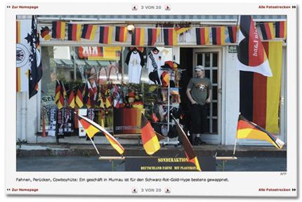Fahnen, Perücken, Cowboyhüte: Ein geschäft in Murnau ist für den Schwarz-Rot-Gold-Hype bestens gewappnet.